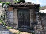 Dilofo, typische deur - Zagori Epirus - Foto van De Griekse Gids