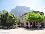 Terras in Vikos dorp - Zagori Epirus - Foto van De Griekse Gids