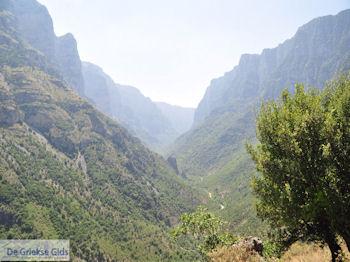 Vikos kloof vanuit Vikos foto 1 - Zagori Epirus - Foto van De Griekse Gids