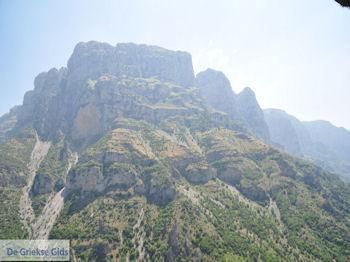 Imposante rotsen Vikos kloof - Zagori Epirus - Foto van De Griekse Gids